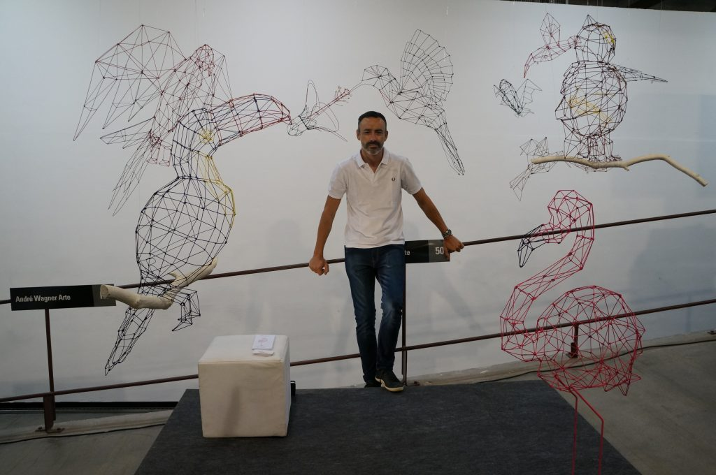 Roberto Romero e seus pássaros de arame - coleção Origami - foto Eleone Prestes