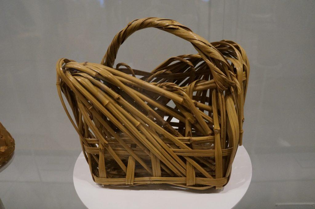 Cesto de bambu exposto na Japan House