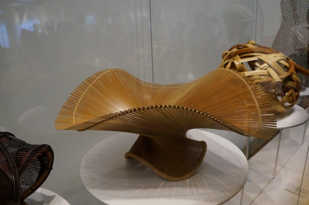 Obra de arte japonesa executada em bambu e exposta na Japan House