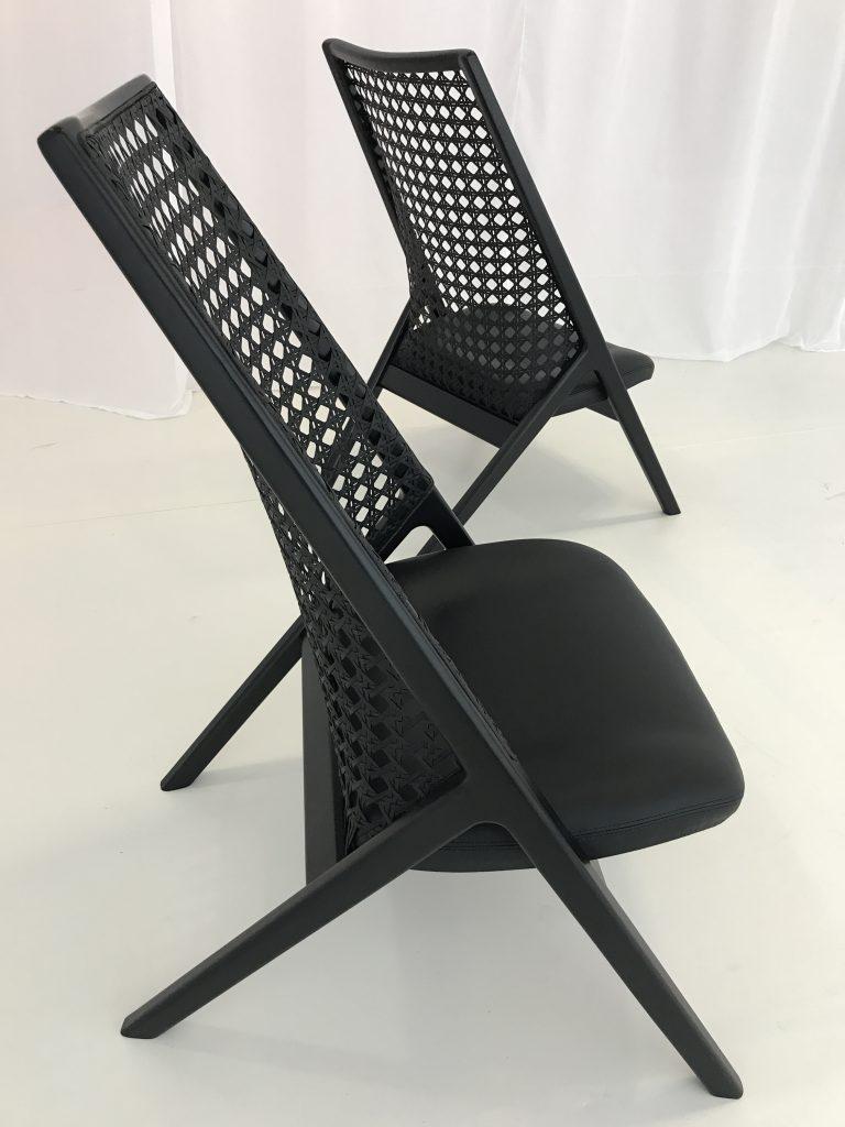 Cadeiras Guilherme Wentz em instalação Matéria Fluida -site eleoneprestes.com - foto Studio Prestes