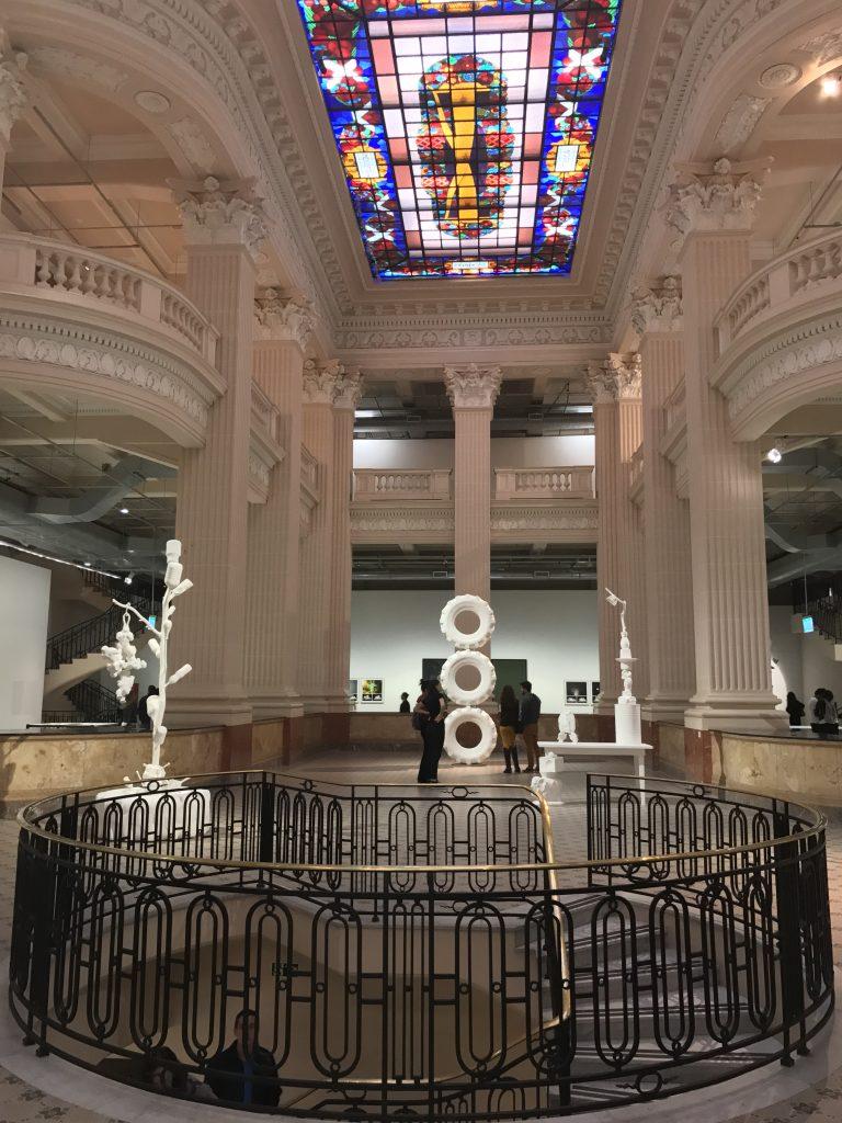 Santander Cultural com a obra de Barrão