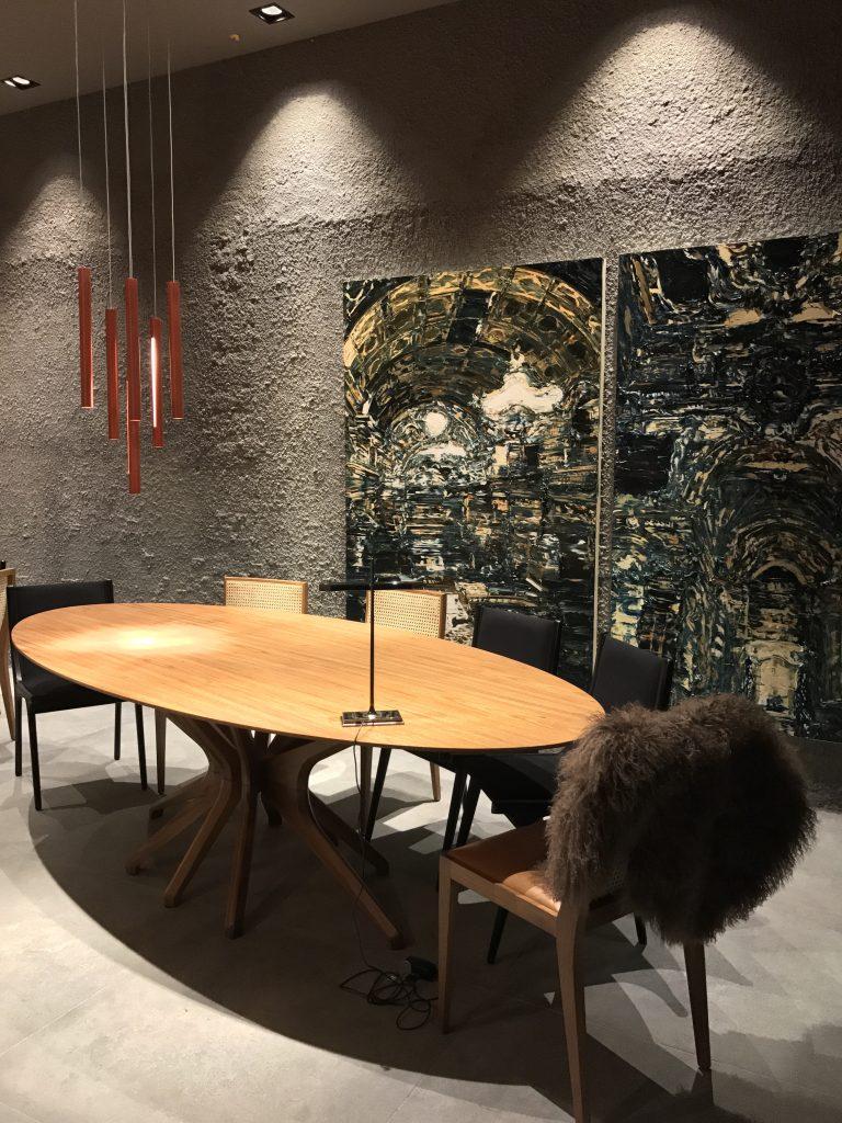 Duas obras usadas como um díptico duplicam o impacto das pinturas de Taigo Meireles