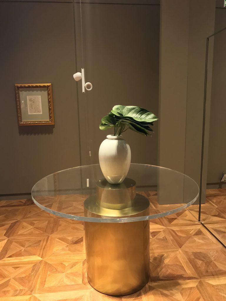 A menor obra é a de nome mais importante para a arte brasileira: Di Cavalcanti, na entrada do ambiente