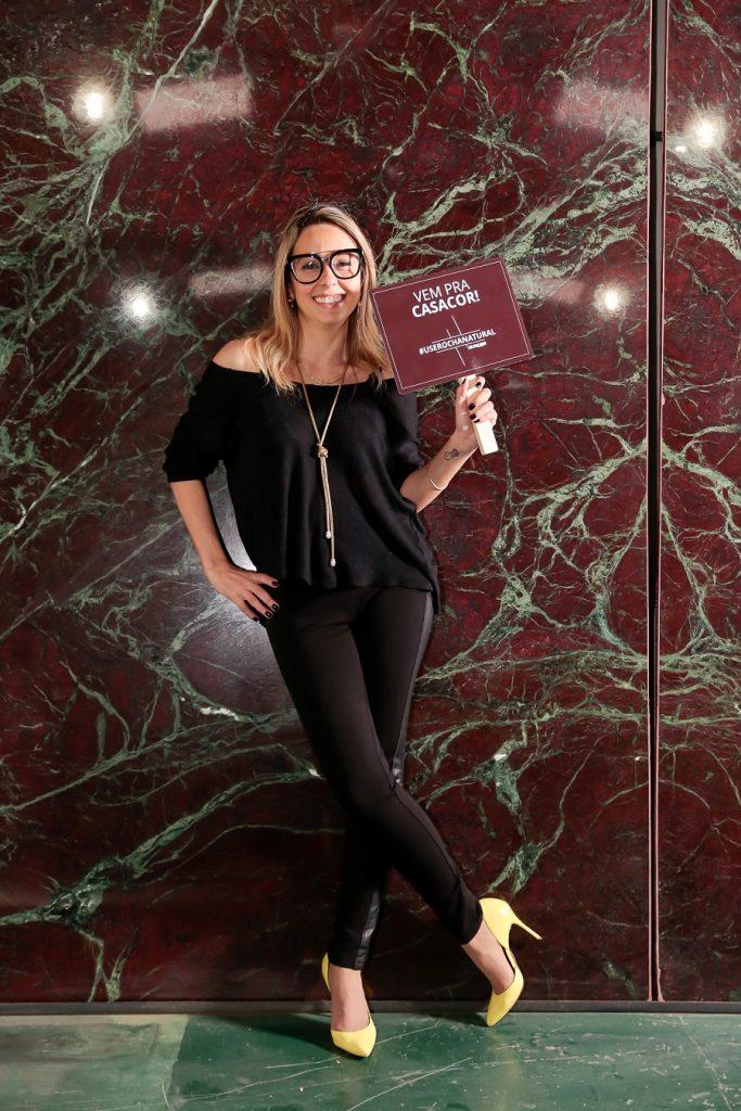 Karina Capaverde, leia-se franqueada Casa Cor RS, posando para a campanha