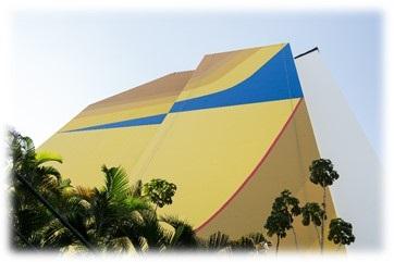 Painel de Tomie Ohtake restaurado no centro de São Paulo