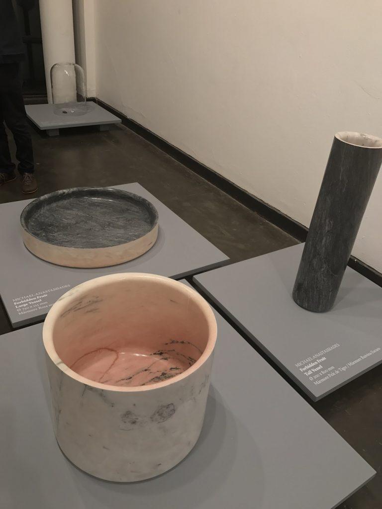 Design com pedras portuguesas, uma pequena mostra com a curadoria de Guta Moura Guedes na M.A.D.E - foto eleone-prestes