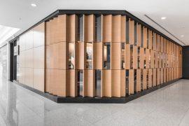 Fachada do restaurante japonês Sakura, no Shopping Iguatemi, em Porto Alegre, obra do escritório AT Arquitetura