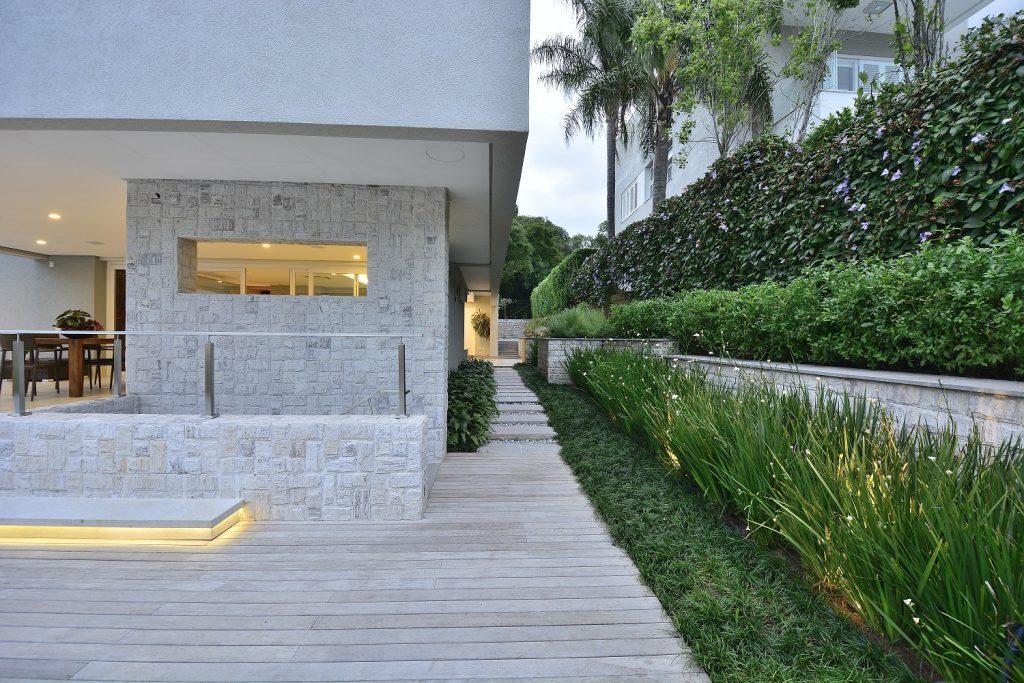 Projeto arquitetônico de Tania Bertolucci e paisagismo de Fernando Tuhn