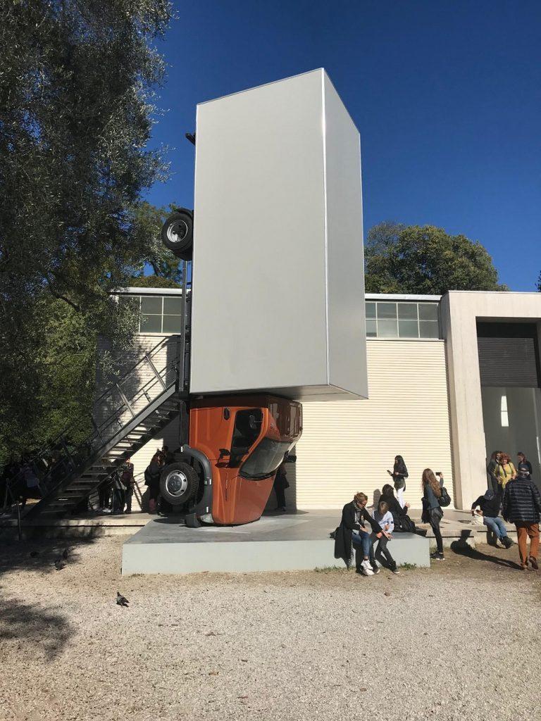 No pavilhão da Áustria, esta instalação causava impacto