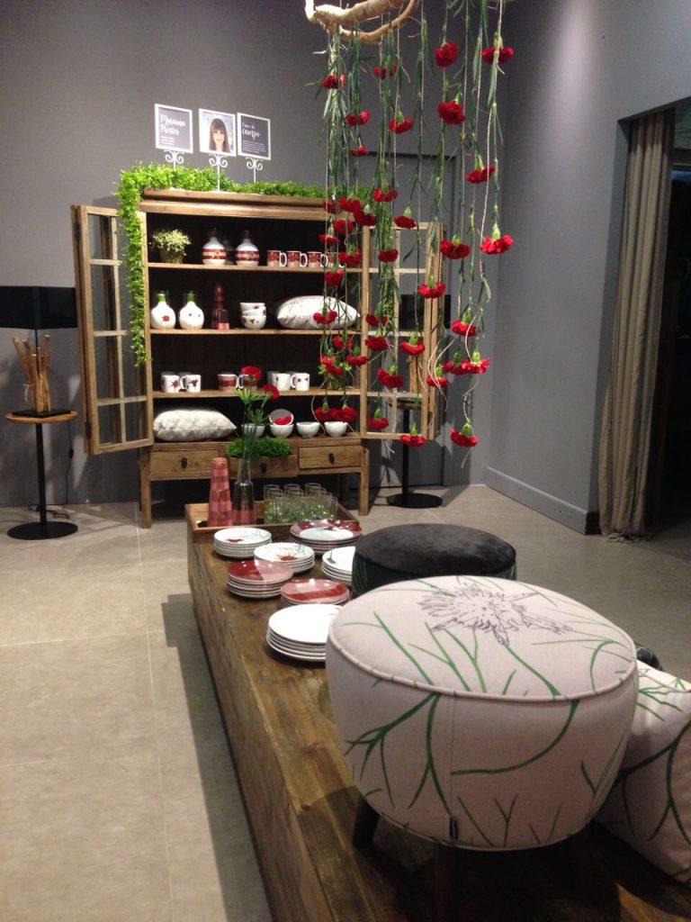 Estofados com as estampas da coleção Cravo-do-Campo, de Mariana Prestes Design