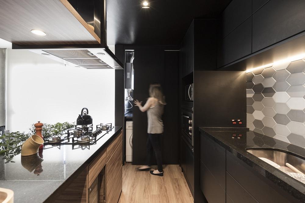 Apartamento reformado por Andrya Kohlmann