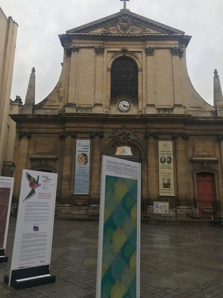 Paris Déco Off - Praça à fente da igreja de Nossa Senhora das Conquistas