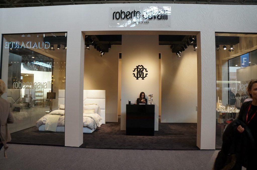 Roberto Cavalli mostrou um enxoval de luxo no estande em Paris