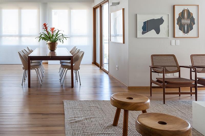 Apartamento marcado pelo uso de design brasileiro (fotos Julia Ribeiro, divulgação)