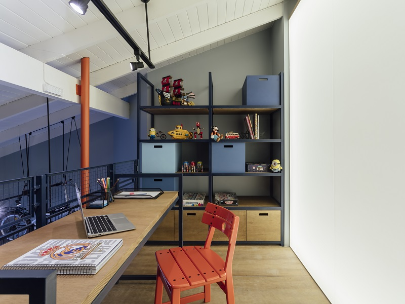 Cadeira com design de Sergio Rodrigues