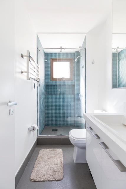 Banheiro com fundo colorido