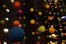 Acesso do showroom da designer Paola Lenti em Milão este ano já proporcionava experiência na chegada