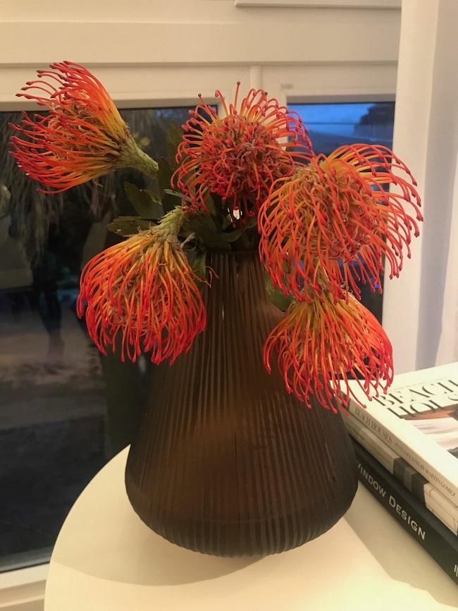 Arranjo floral diferenciado é uma das muitas marcas do trabalho de Rafael Kroth