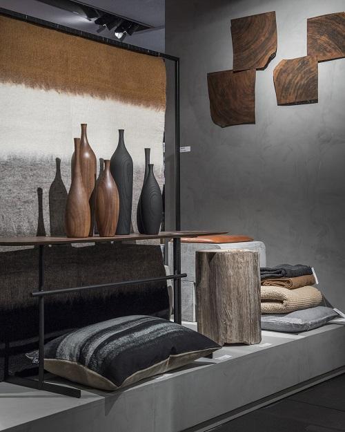 Também cabem peças de madeira com o formato de garrafas e com os veios do material à mostra