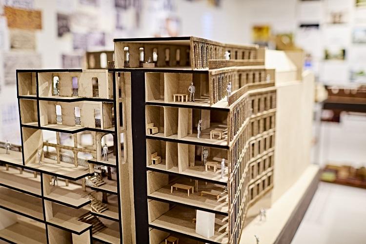 Maquete de edifício de Edifício com a marca de Tsuyoshi Tane em close
