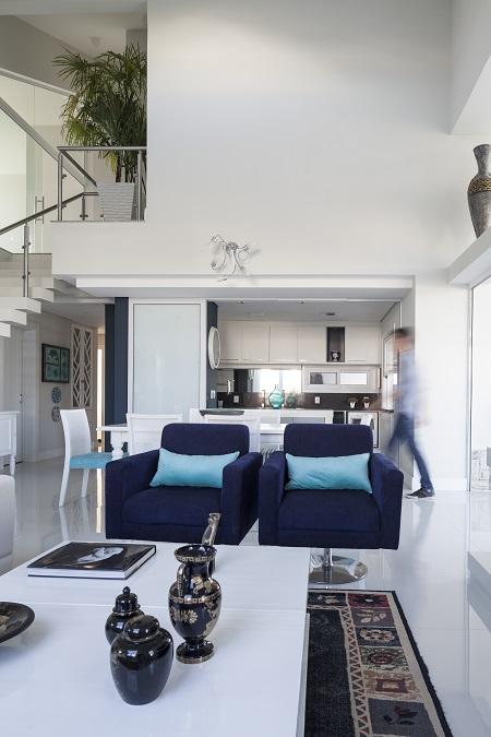 Interior branco da Casa Shingle