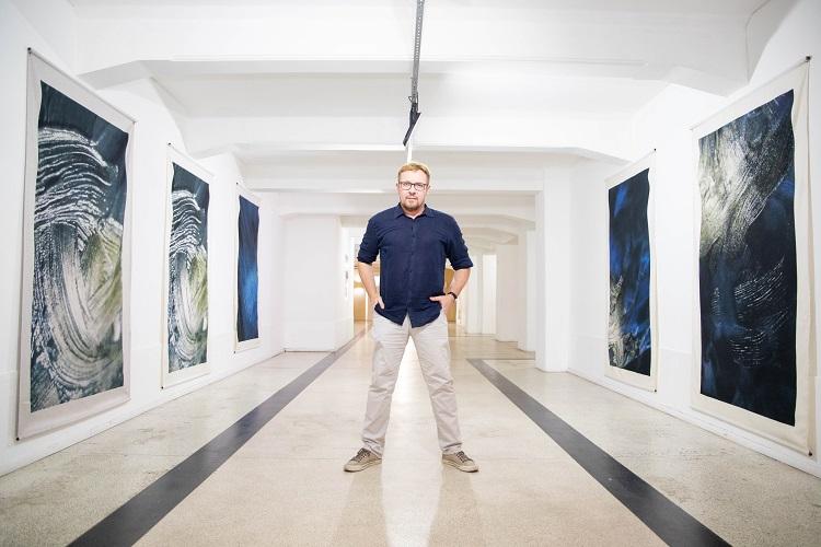 Fábio André na sua exposição