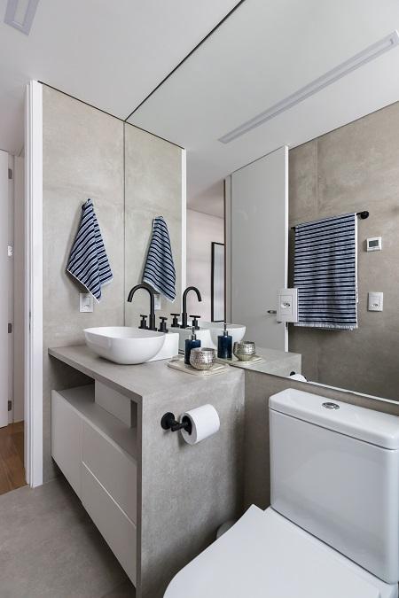 Banheiro de porcelanato