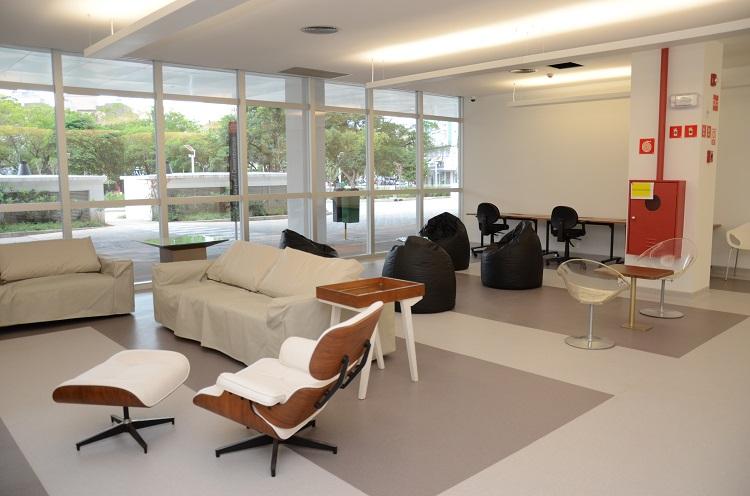 Mobiliário de qualidade para espaços de descompressão no hospital