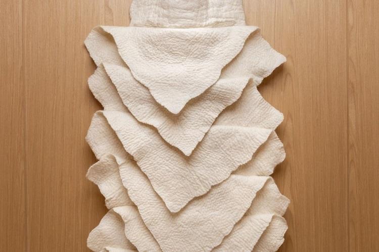 Detalhe da obra em lã de Inês Schertel