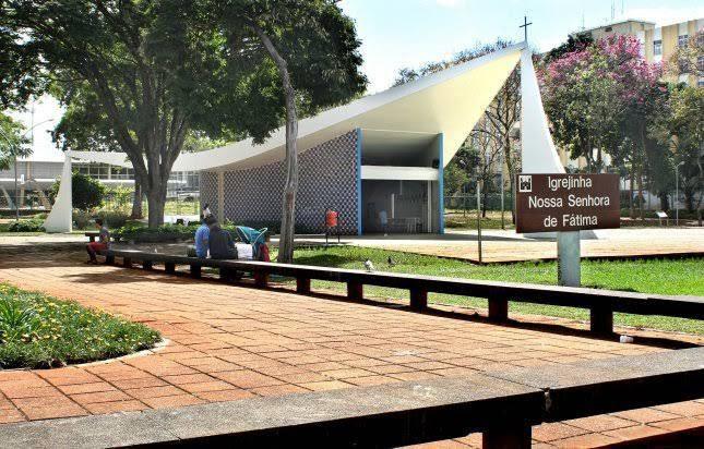 Igreja em Brasilía com obras de Athos Bulcão