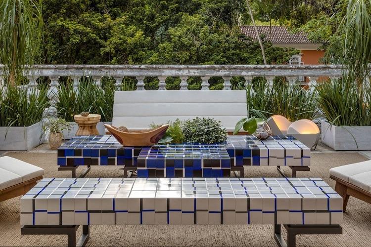 Terraço de Patricia Marinho e Manuele Colas com azulejaria