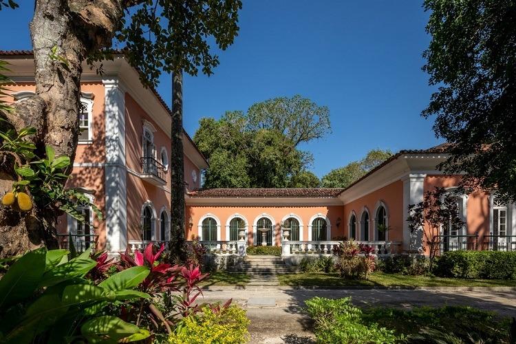 O casarão, vizinho do Jardim Botânico, é cercado pela Mata Atlântica (Fotos Divulgação)