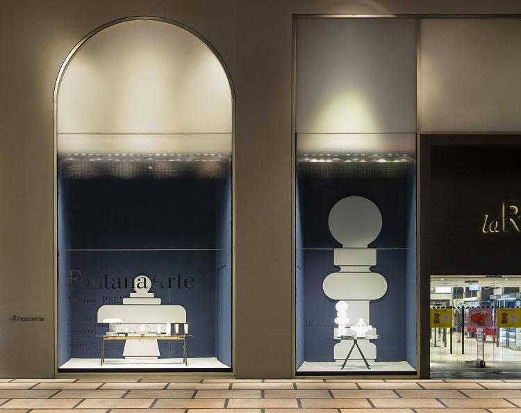 Vitrina da loja Rinascente em Milão com luminária Fontana Arte