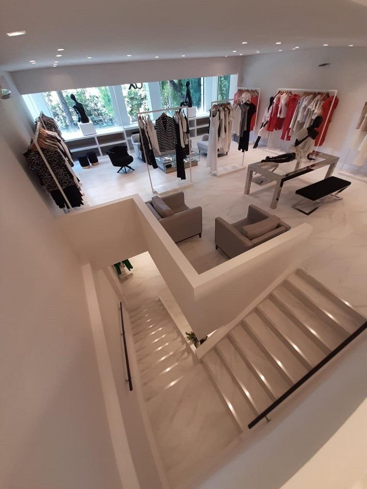Interiores do sobrado transformado em loja