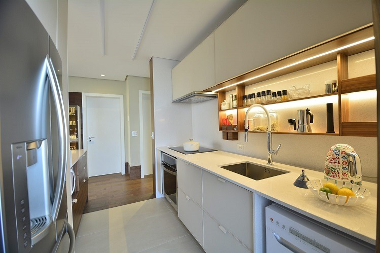 Vista do lado interno da cozinha
