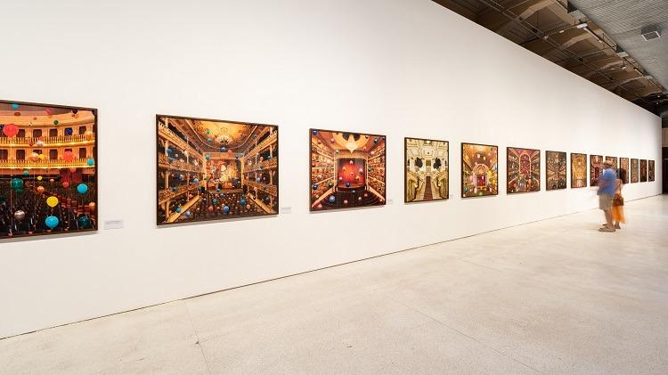 Fotos com instalações de Flávia Junqueira