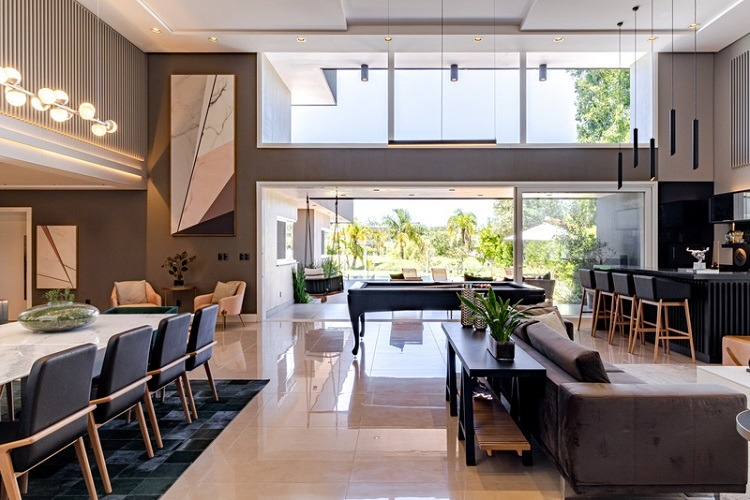 Living de casa no condomínio Terra Ville projetado pelo Estúdio R de Rafael G. Fernandes