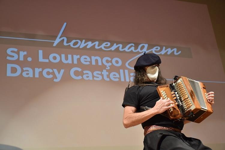 Renato Borghetti se apresentou na homenagem
