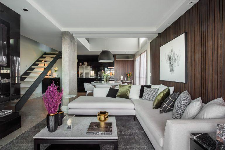 Sala de estar de apartamento projetado por Rafael Kroth