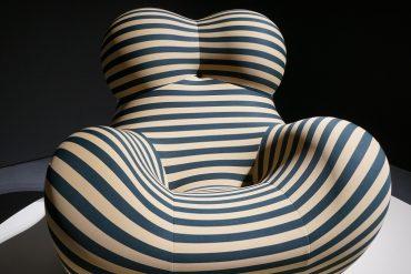 Poltrona Up 50 listrada, design de Gaetano Pesce