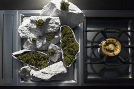 Arte na cozinha: obras de cerâmica e vidro dentro dos equipamentos da Gaggenau